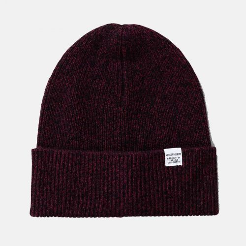 Mens Norse Projects Twist Beanie Hat in Mulberry Red